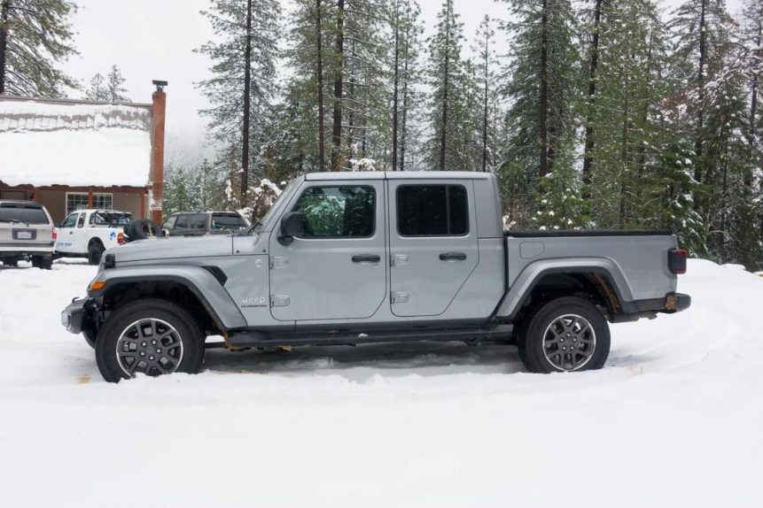Jeep Gladiator side image in snowy condition