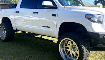 TUNDRA RUNNING BOARDS FOR CONVENIENCE AND SAFETY: BOOST YOUR PICKUP TRUCK'S CAPABILITIES TODAY!